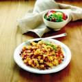 Rustikales Bauernfrühstück mit buntem Salat